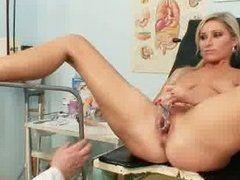 Muschi Check beim Frauenarzt